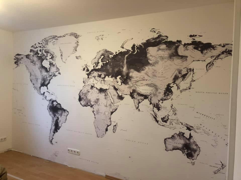 Tapezieren einer Weltkarte